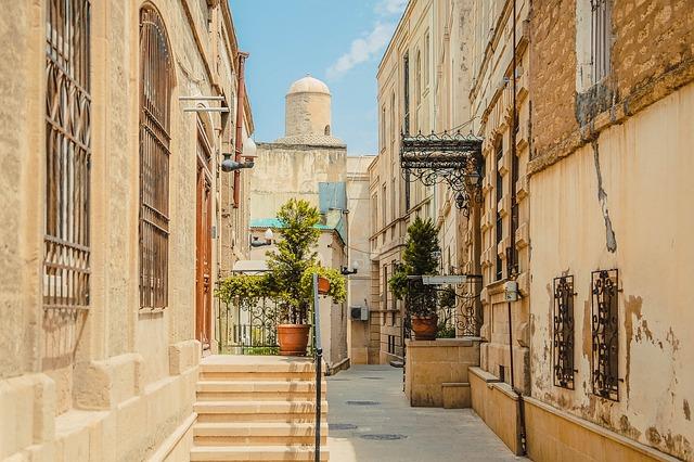 Je suis à Bakou, où voyager pendant mon stage à l'étranger ?